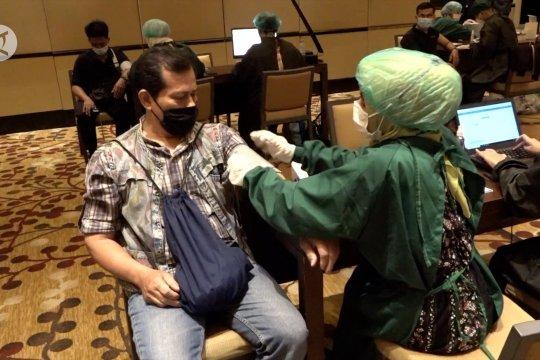 Sebanyak 1.350 karyawan hotel repatriasi menerima vaksin