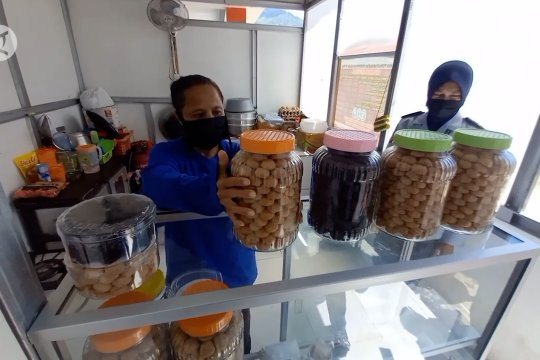 Siapkan Lebaran dengan kue kering buatan warga binaan Lapuan Palu