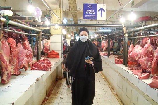 Kenaikan harga pangan di Pasar Kramat Jati tak mengurangi minat pembeli