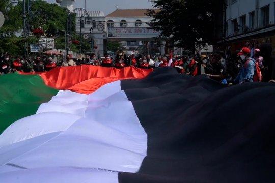 Bentangan bendera raksasa dan dukungan warga Jabar untuk Palestina