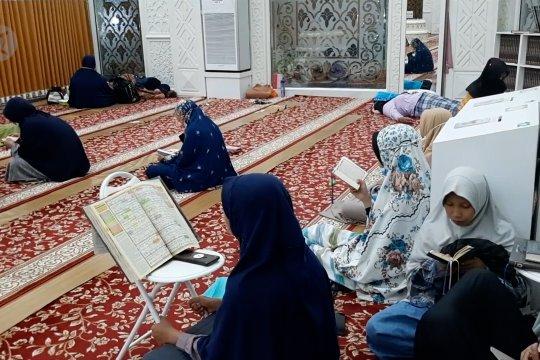 I'tikaf di Masjid Al Hakim, ikon wisata religi di Kota Padang