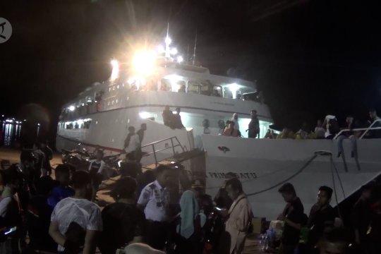 Jelang peniadaan mudik, penumpang kapal Kendari-Raha membludak