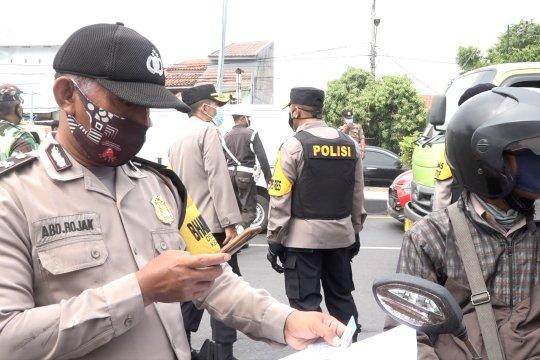 Pos penyekatan Cirebon fleksibel saat saring kendaraan