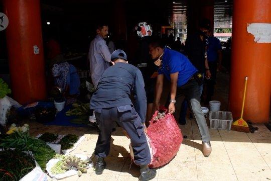 Pedagang kaki lima di Pasar Raya Padang ditertibkan