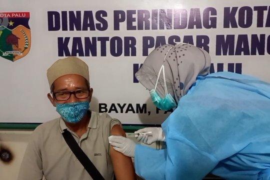 Pedagang pasar di Palu terima suntikan vaksin COVID-19