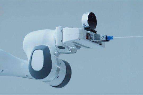 Robot pengambil sampel usap hidung diluncurkan di Shenzhen, China