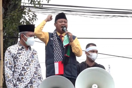 Wagub Jabar berorasi di aksi solidaritas buruh Bandung Raya untuk Palestina