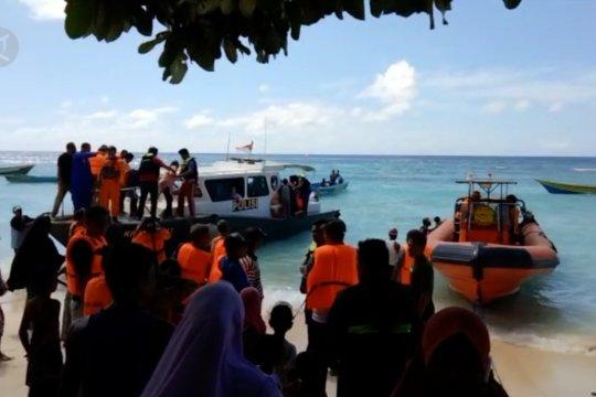 Tim SARberhasil evakuasi penumpang kapal Karya Indah ke Sanana