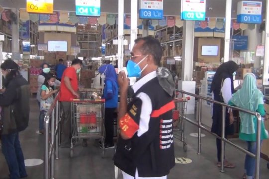 Wali Kota Ambon tinjau penerapan prokes di pusat keramaian