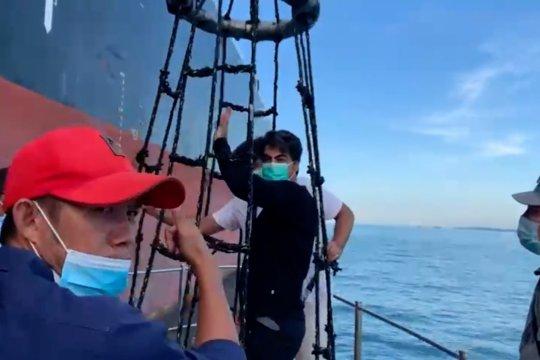 Imigrasi Batam pulangkan dua nakhoda super tanker