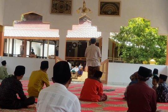 Melihat lokasi wisata religi di Pesantren Benda Kerep Cirebon