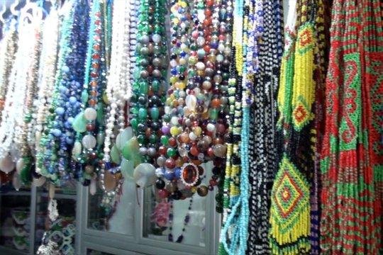 Mencari cenderamata produksi lokal di Palangka Raya