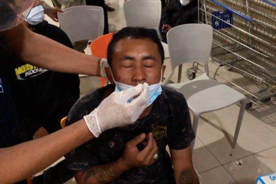 Pengunjung dipilih acak, rapid tes antigen di pusat perbelanjaan