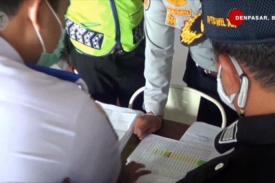 Petugas bersiaga periksa pemudik di terminal dan pelabuhan