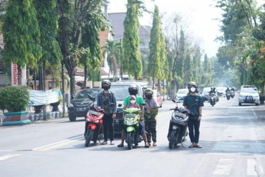 Pemkot Kediri kumandangkan lagu Garuda Pancasila di tempat umum