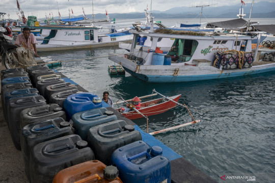 Survei KNTI: 83 persen nelayan beli BBM eceran
