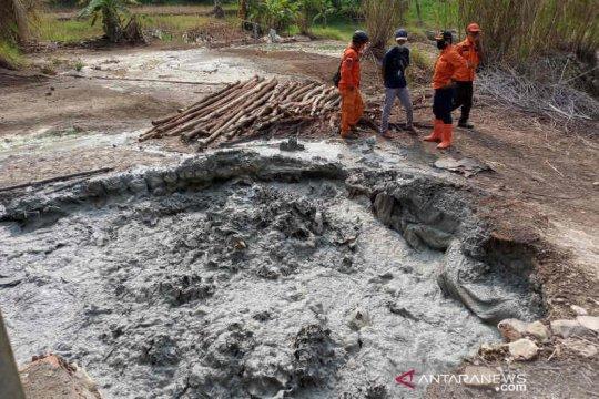 BPBD Cirebon cek semburan lumpur berbau menyengat