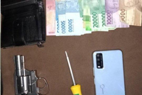 Polisi tangkap pencuri HP yang takuti korban pakai airsoft gun