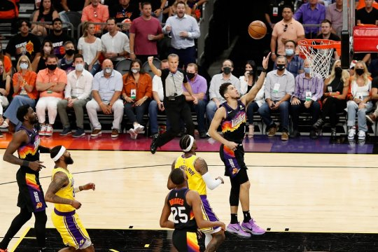 Devin Booker antar Suns ungguli sementara Lakers 3-2