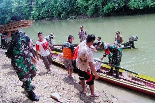 Satgas Pamtas bantu antarkan jenazah di Desa Serangkang ke pemakaman