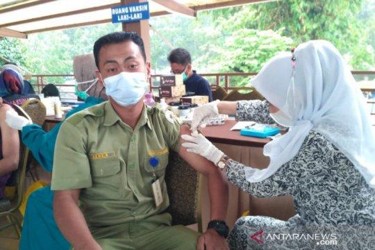 Dipusatkan di TSI Bogor, 2.200 pelaku pariwisata divaksin COVID-19