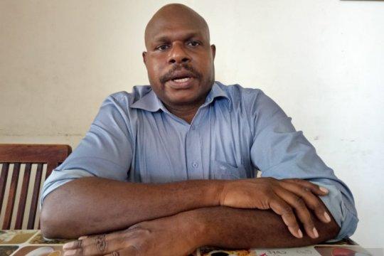 Doktor pertama Suku Kamoro-Papua, penerima beasiswa Kemendikbud