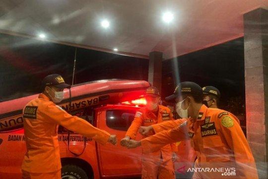 Dua wisatawan terseret ombak di Pantai Santolo-Garut, SAR diterjunkan