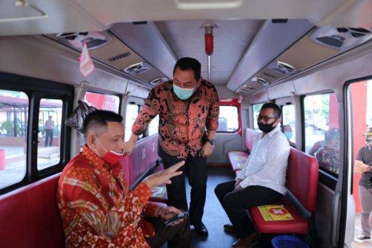 Penumpang bus Transsemarang bayar tiket pakai botol plastik