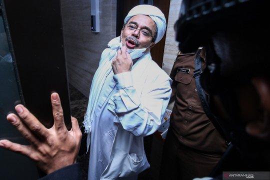 Kemarin, Rizieq Shihab dituntut enam tahun hingga tilang pesepeda