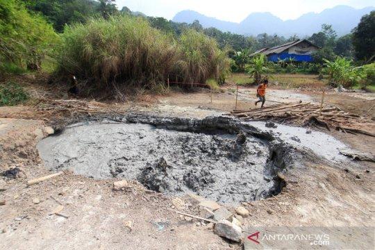 Semburan lumpur dan gas di Cirebon