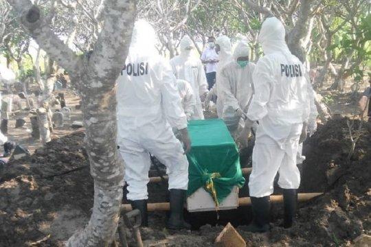 15 personel Polres Kudus bantu pemakaman pasien COVID-19