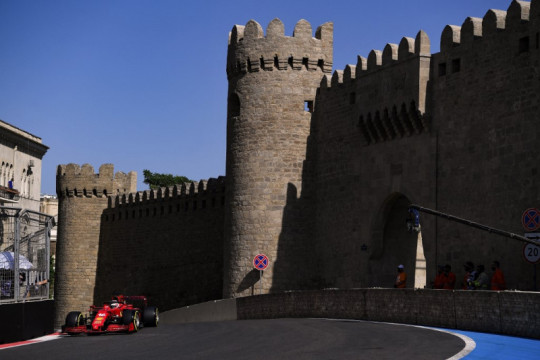 Kecepatan Ferrari di Baku di luar ekspektasi Sainz dan Leclerc