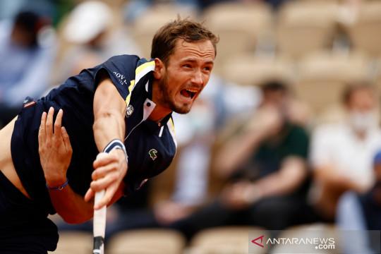 Medvedev temukan zona nyaman menuju 16 besar French Open