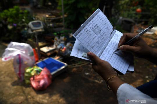 Pemkot Jakbar sebut limbah anorganik bisa ditukar uang di bank sampah