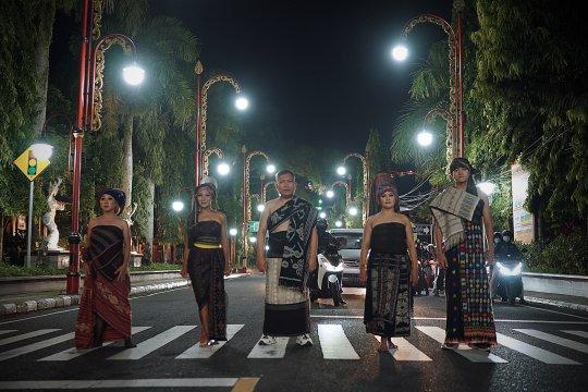 Desainer Athan Siahaan ajak generasi muda cintai Tenun Nusantara