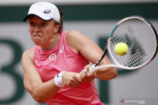 Tenis French Open:  Swiatek maju ke babak keempat