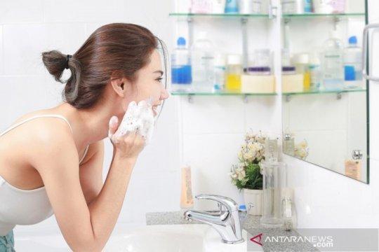 10 mitos tentang cuci muka versi ahli dermatologi