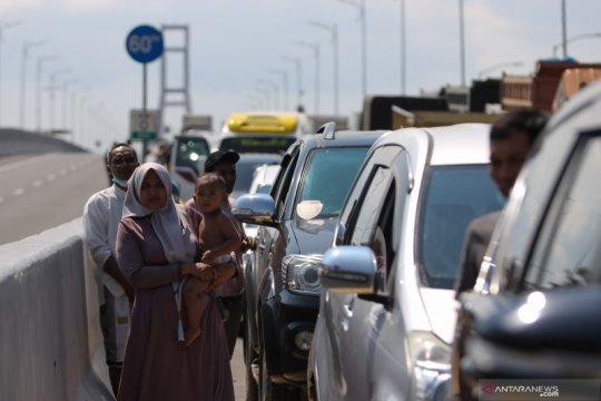 Angka kasus COVID naik di Pulau Madura, warga masuk ke Surabaya dites cepat antigen