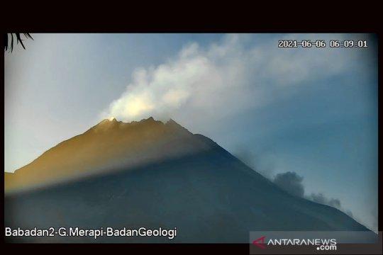 Dua awan panas guguran meluncur dari Gunung Merapi hingga 1,6 km