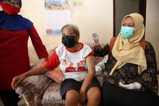 Memvaksin ODGJ dan disabilitas, ragam kisah unik nakes di Surabaya
