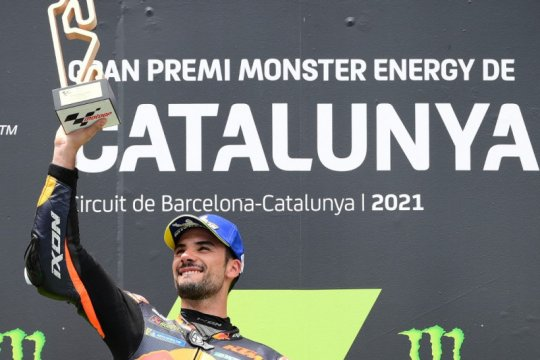 Kemenangan brilian Oliveira di Catalunya beri KTM optimisme