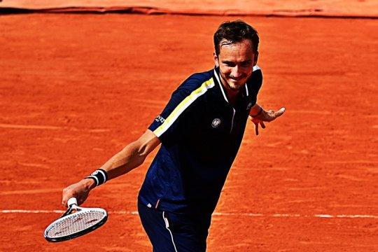 Medvedev belum terhentikan hingga perempat final Roland Garros