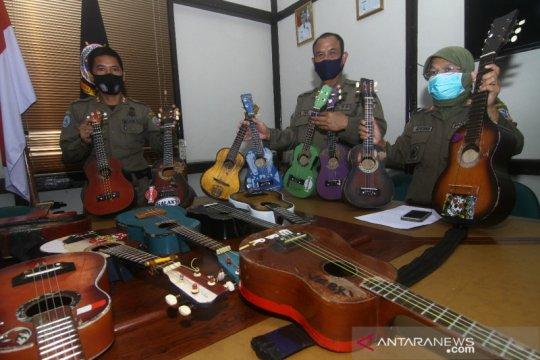 """""""Ukulele"""" pengamen yang dirusak Satpol-PP diganti Wali Kota Pontianak"""