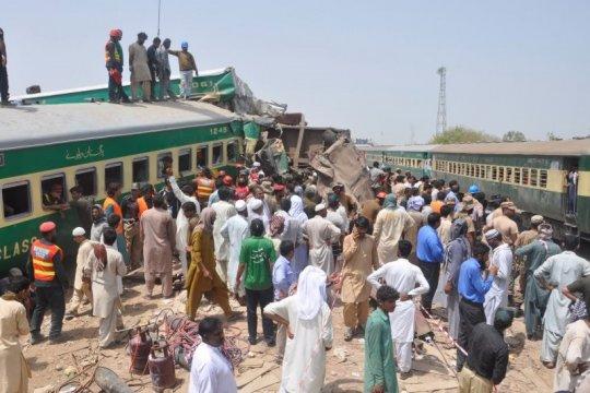 Korban jiwa tabrakan kereta di Pakistan jadi 56 orang