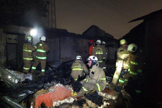 Kebakaran hanguskan rumah dan tujuh kontrakan di Ciracas