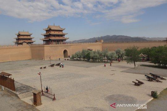 Wisata benteng pertahanan militer China di Kota Jiayuguan