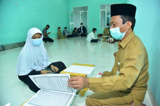 Penghafal kitab suci peserta seleksi PPDB SMP di Surabaya jalani tes