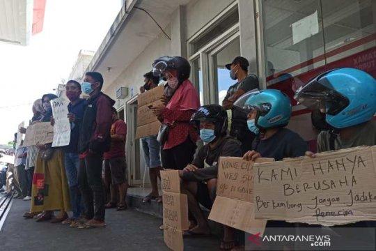 Pedagang BBM eceran unjuk rasa di SPBU Ngadirejo Temanggung