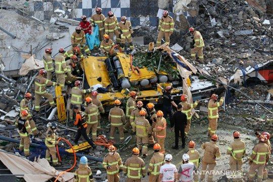 Gedung di Korea Selatan runtuh saat pembongkaran, sembilan tewas