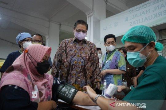 Menko Airlangga tinjau Sentra Vaksinasi Serviam
